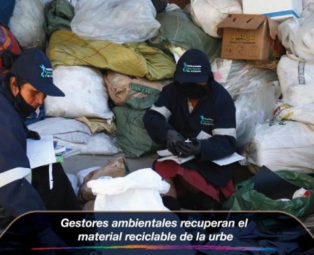Gestores ambientales recuperan el material reciclable de la urbe